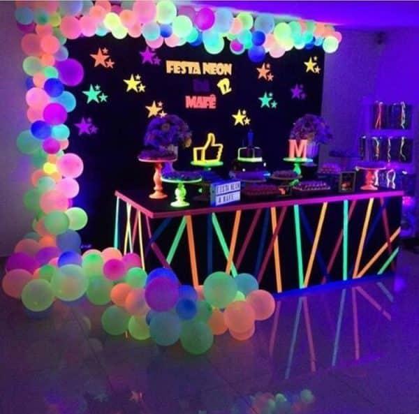 Alt du skal vide om at holde en UV neon fest