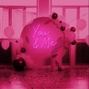 neon skilt you and me pink